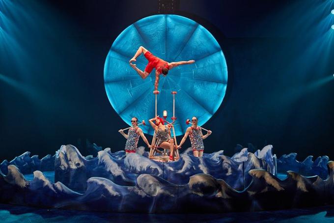 Một tiết mục biểu diễn của Cirque du Soleil được phát online miễn phí cho người hâm mộ toàn cầu hồi tháng 3 khi Cirque  phải đóng cửa vì Covid-19. Ảnh: CNN.