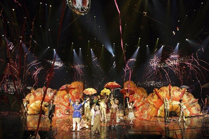 Một phân cảnh trong chương trình biểu diễn nổi tiếng The Beatles Love của Cirque du Soleil. Ảnh: CNN.