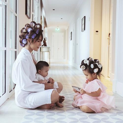 Diệp Lâm Anh hạnh phúc khi được cùng làm đẹp, chơi đùa cùng hai con.