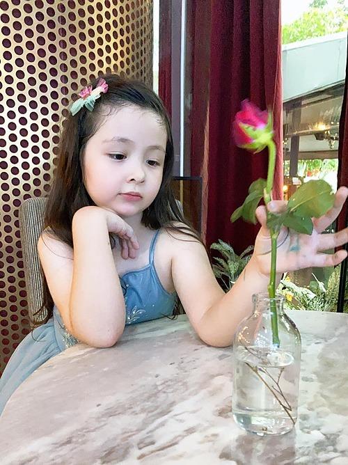 Con gái Elly Trần ngày càng đáng yêu.