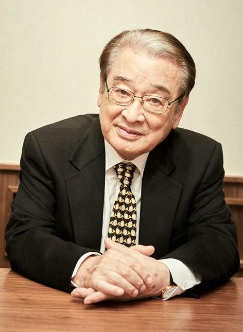 Tài tử gạo cội Lee Soon Jae.