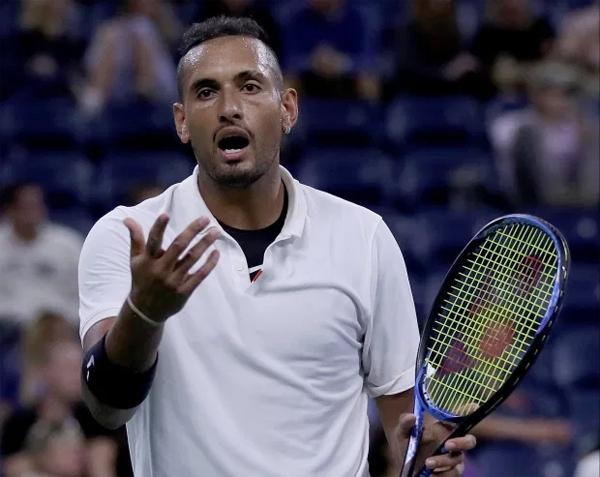 Nick Kyrgios chỉ trích Zverez là ích kỷ, trước đó cũng mắng Djokovic vô trách nhiệm, đần độn vì tổ chức một giải đấu giữa đại dịch. Ảnh: Sun.