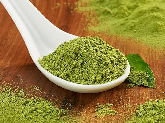 Trà xanh được dùng làm mặt nạ dưỡng ẩm, trị mụn, làm trắng da.