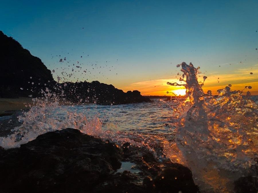 Khung cảnh biển trời, sóng xô bờ...