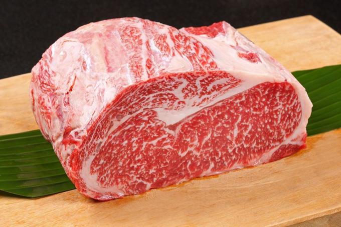 Bò wagyu, thực phẩm xa xỉ chỉ xuất hiện trong thực đơn của các nhà hàng cao cấp. Ảnh: Japan Times.