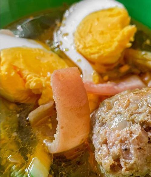 [Caption]   Đã xác minh Bánh mì Xíu Mại, có thêm trứng và da heo, ăn lạ miệng nhưng cũng rất ngon nha