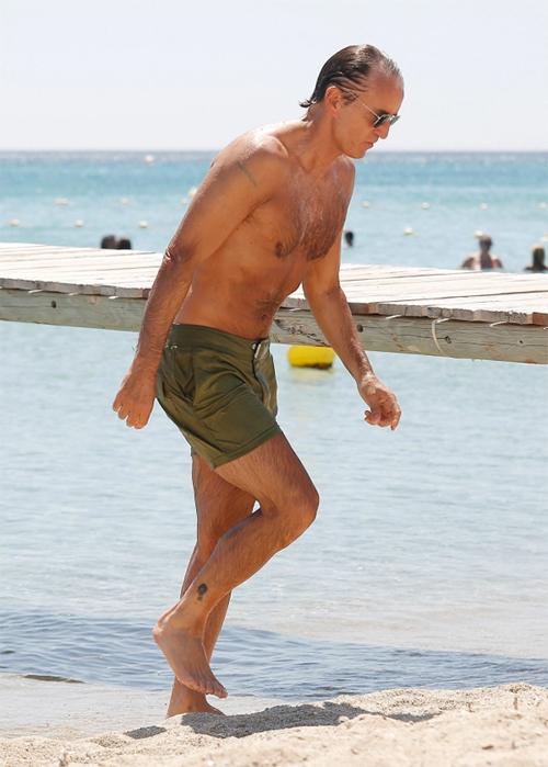 Giải nghệ năm 2001, cựu tiền đạo Sampdoria vẫn giữ được thân hình săn chắc, phong độ ở tuổi 55.
