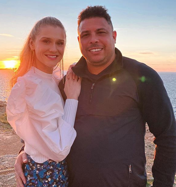 Sau những năm tháng rong chơi bên loạt bóng hồng, có 4 con với ba phụ nữ, Ronaldo quấn quýt bên bạn gái kém 15 tuổi Celina Locks nhiều năm nay.