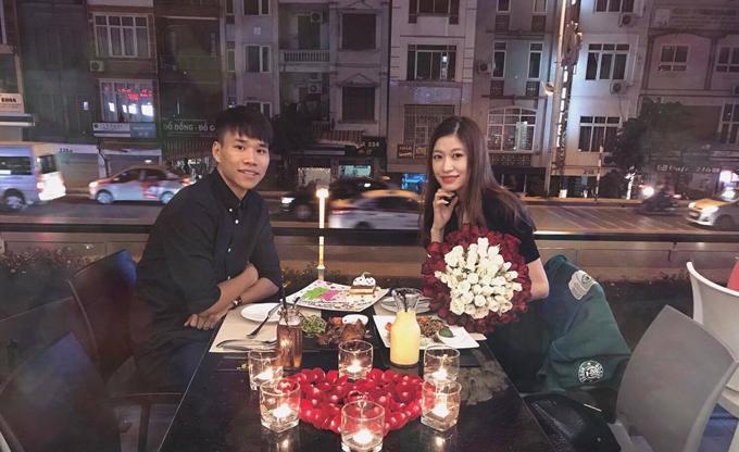 Văn Dũng thường dành cho bạn gái những buổi hò hẹn lãng mạn nhân các dịp kỷ niệm quan trọng của cả hai.