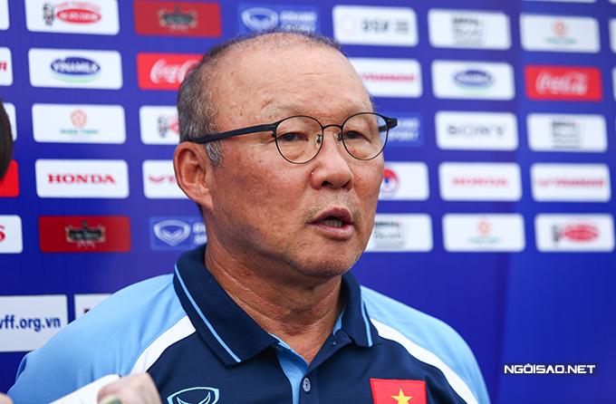 HLV Park Hang-seo trả lời truyền thông chiều 2/7. Ảnh: Đương Phạm.