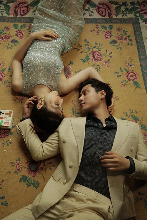 Trong bộ ảnh mới thực hiện, cả hai có nhiều khoảnh khắc tình tứ chiều lòng khán giả.
