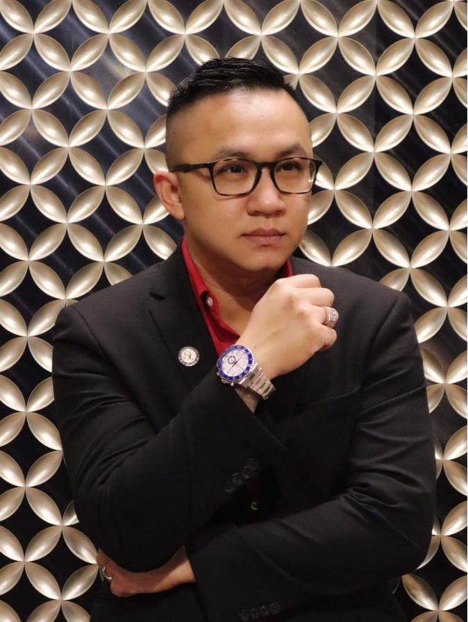 Aaron Nguyễn có 15 năm trong nghề tattoo, trở thành một nghệ nhân xăm mình với những sáng tạo đẹp mắt, tinh tế, đòi hỏi kỹ thuật cao.