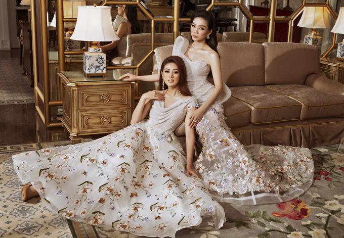 Lệ Quyên và Khánh Vân như chị em khi mặc ton-sur-ton, tạo dáng thân thiết trong buổi chụp ảnh.