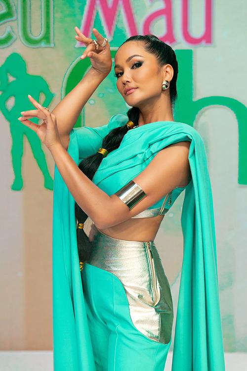 HHen Niê làm công chúa Jasmine - 2