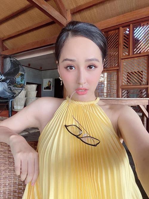 Váy xếp ly cháy hàng của Adrian Anh Tuấn - 10