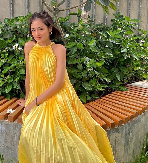 Váy xếp ly cháy hàng của Adrian Anh Tuấn - 20