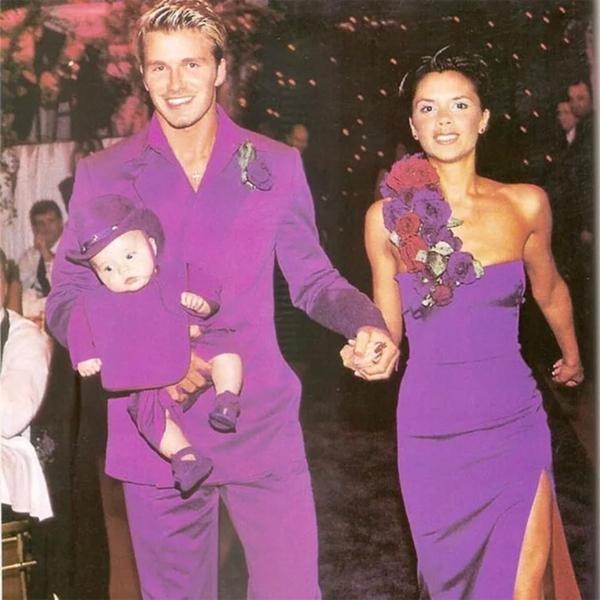Cặp sao trong trang phục cưới màu tím phá cách. Ảnh: WP.