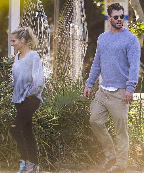 Anh trai Liam - tài tử Chris Hemsworth - và bà xã Elsa Pataky cùng đến nhà hàng.