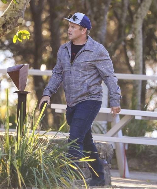 Anh trai cả Luke Hemsworth cũng có mặt trong bữa trưa gia đình. Nam diễn viên đi một mình mà không có vợ con.
