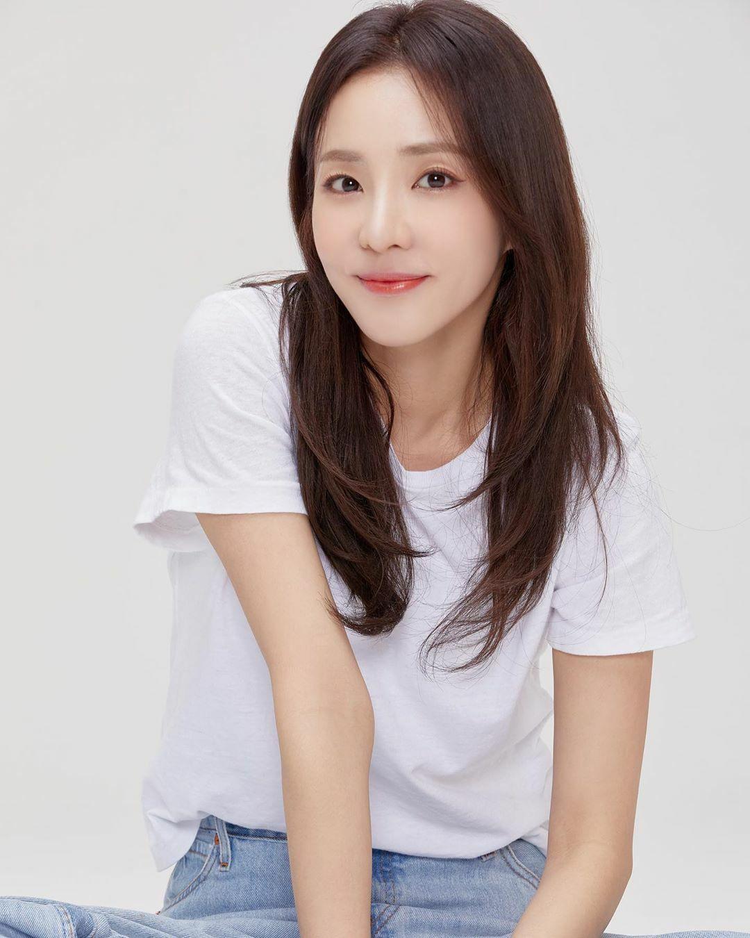 Làn da khỏe mạnh, mịn màng giúp Dara trông trẻ trung, tràn đầy sức sống.