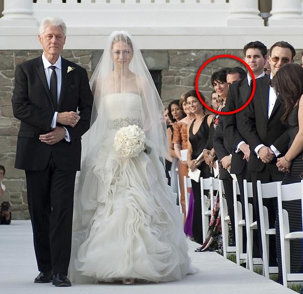 Maxwell là khách mời trong đám cưới của con gái Bill Clitons. Ảnh: Reuters.