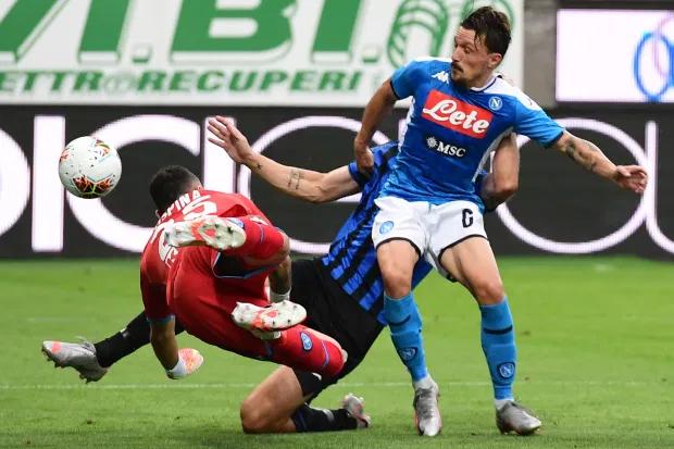 Phút 30 của trận đấu, Atalanta được hưởng một quả phạt bên ngoài khu cấm địa khi tỷ số là 0-0. Cầu thủ Papu Gomez bên phía Atalanta treo bóng vào trong, đồng đội của anh là Mattia Caldara và cầu thủ bên phía Napoli Mario Rui đều lao vào còn David Ospina lao ra đẩy bóng. Ba cầu thủ va chạm mạnh với nhau.