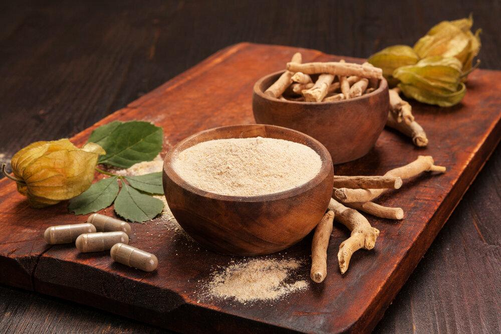 Theo PodiumRunner, sâm ashwagandha được dùng dưới dạng viên nang hoặc pha lỏng. Dược liệu không gây tác dụng phụ lớn, nhưng có thể khó chịu ở dạ dày.