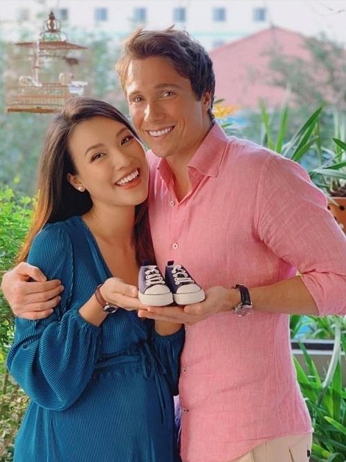 MC Hoàng Oanh sắp sinh nhưng ông xã của cô đang ở Singapore, không thể về Việt Nam.
