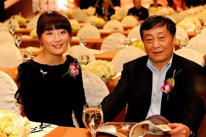 Fuli và cha Zong Qinghou, nhà sáng lập tập đoàn Wahaha. Ảnh: Chinadaily.