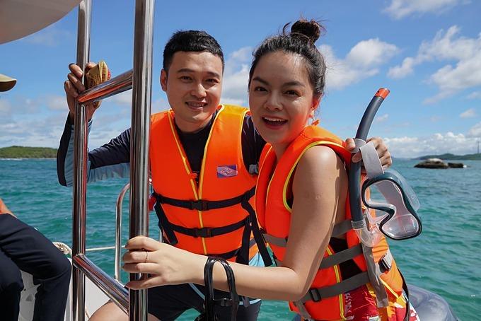 Quang Vinh và bạn đồng hành Phạm Quỳnh Anh trong chuyến du lịch đảo Phú Quốc.