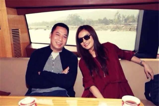 Triệu Vy và chồng, Huỳnh Hữu Long.