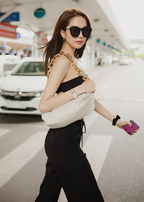 Ngọc Trinh xuất hiện ở sân bay Tân Sơn Nhất TP HCM, hôm 4/7.