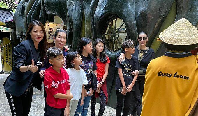 Trương Ngọc Ánh, Anh Thơ (bà xã diễn viên Bình Minh) và hoa hậu Hà Kiều Anh rủ nhau cùng đưa các con đi chơi.