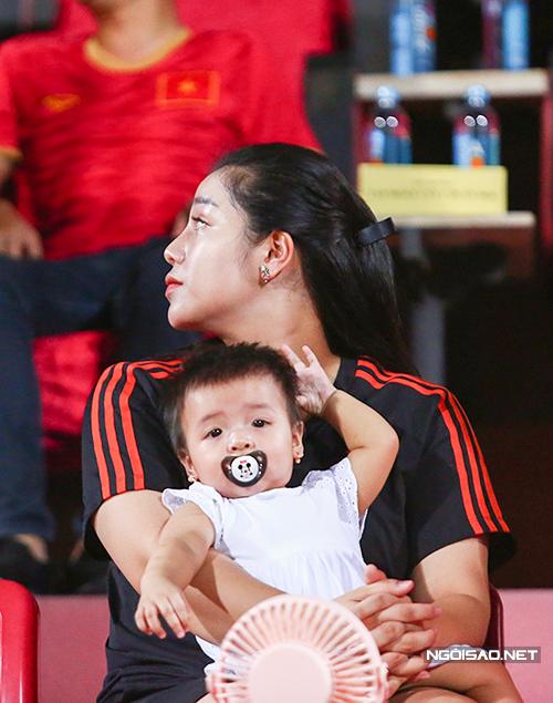 Thời gian gần đây, sé Shushi liên tục được bố đưa tới sân để cổ vũ cho bố, kể cả một số trận sân khách. Cô bé tỏ ra rất hiếu động, không chịu ngồi yên.