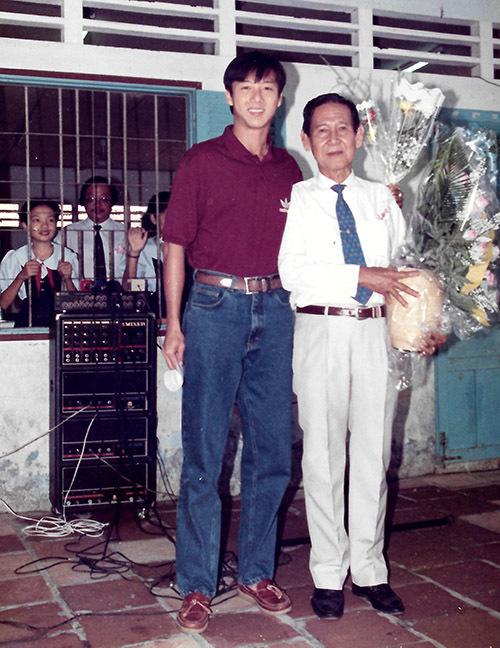 Cựu tuyển thủ quốc gia Lê Huỳnh Đức từng là học trò của bố Đoan Trường. Anh tặng hoa và chụp ảnh cùng thầy chủ nhiệm trong dịp mừng ngày Nhà giáo Việt Nam nhiều năm trước.