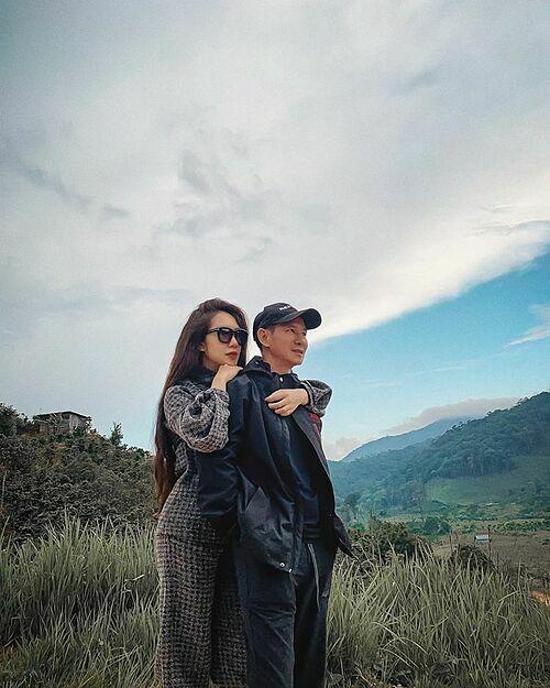 Vợ chồng Lý Hải - Minh Hà tình tứ bên nhau.