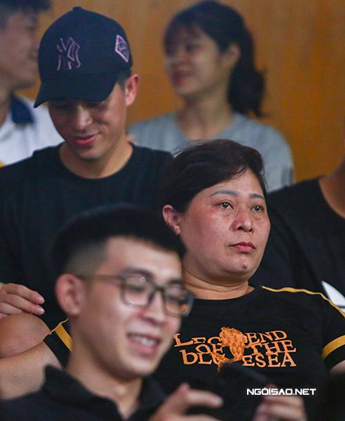 Mẹ Đình Trọng cũng có mặt tại sân cổ vũ cho Hà Nội.