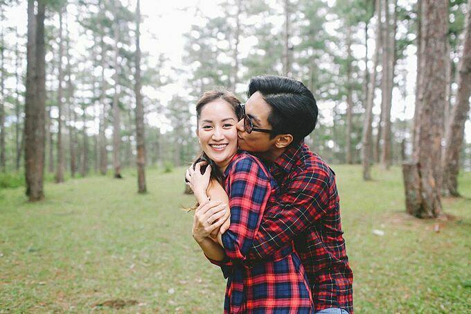Vợ chồng Khánh Thi - Phan Hiển diện đồ đôi, tình tứ bên nhau.