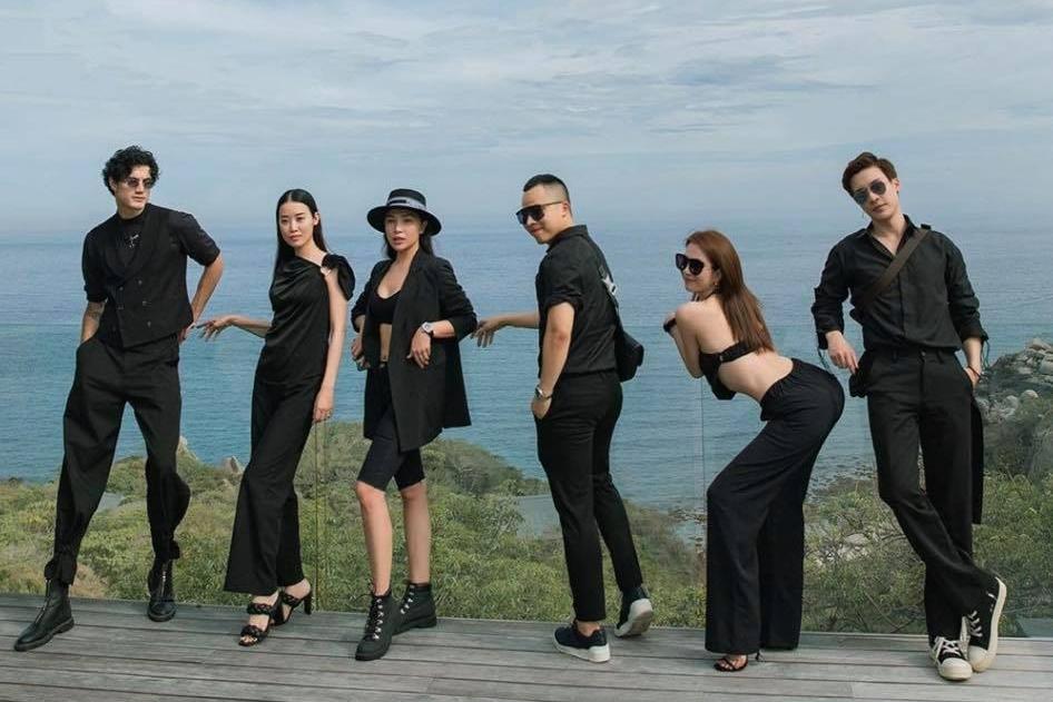 Êkíp còn có sự góp mặt của người mẫu Nio, á hậu Minh Phương, người mẫu Quỳnh Thư (từ trái qua), người mẫu Dũng Bino (phải).