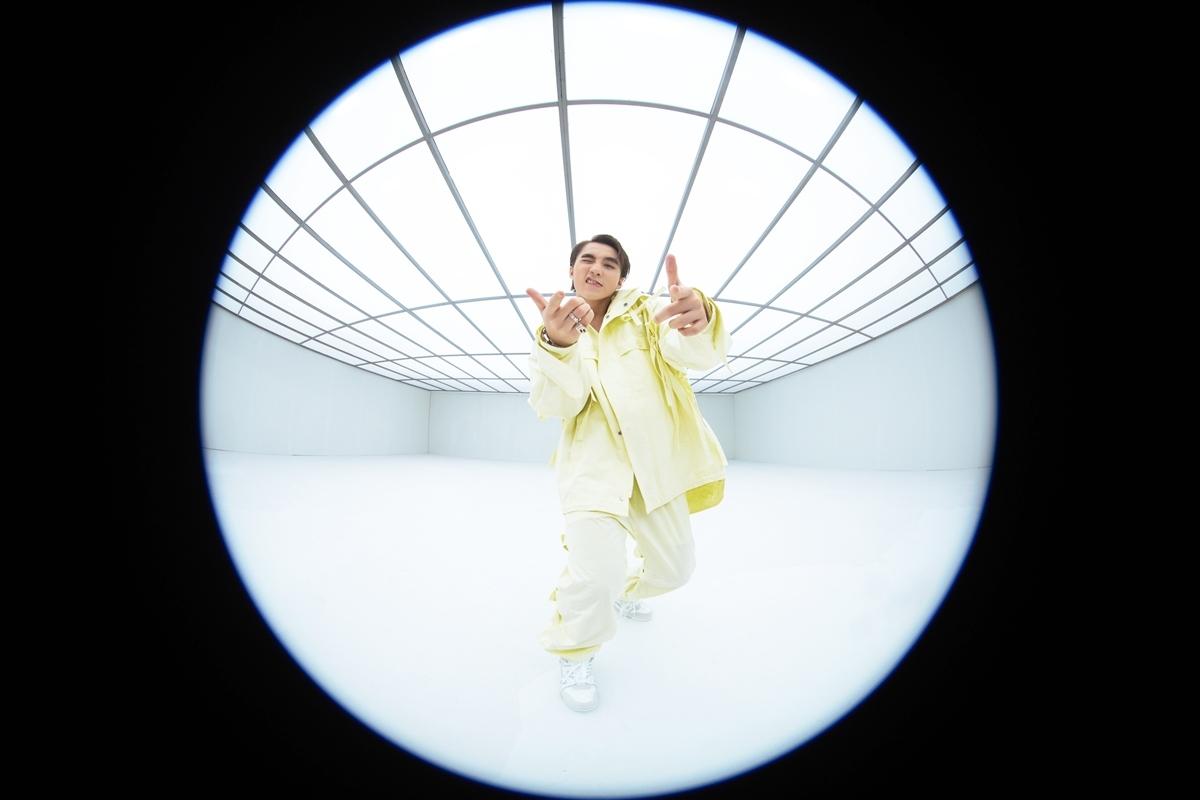 Sau MV này, nam ca sĩ tiếp tục hé lộ dự án âm nhạc chính thức trong năm 2020 là album Chúng ta.