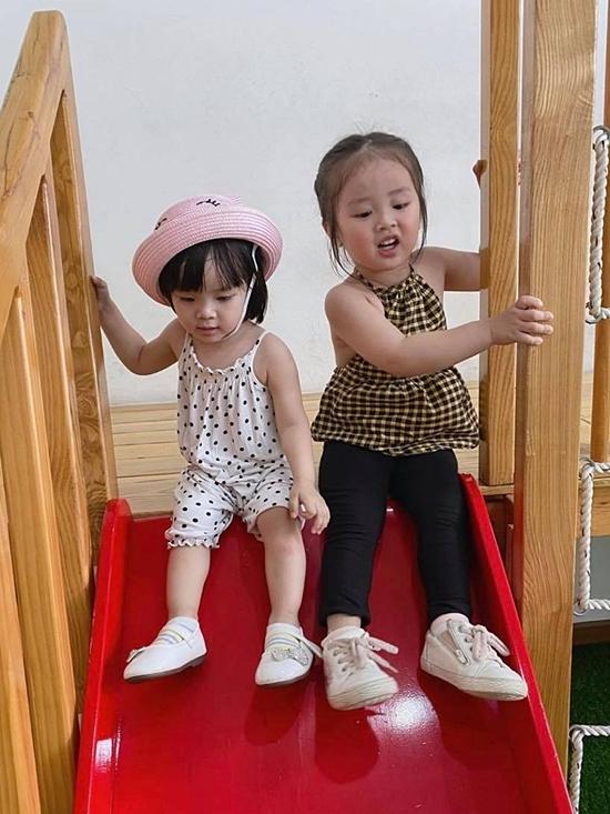 Thời gian rảnh, Bảo Ngọc đưa Cún đến trường mẫu giáo vui chơi cùng chị.