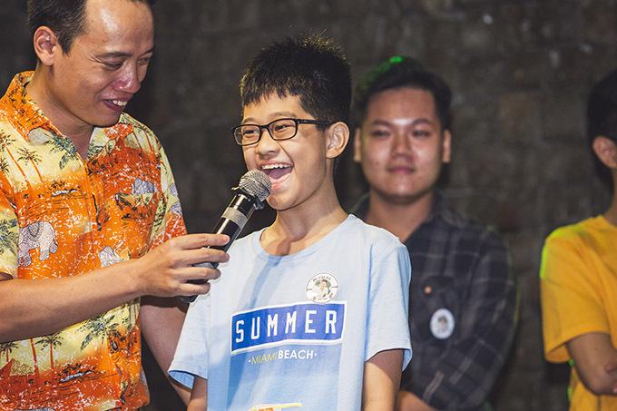 Buổi off fan của Xuân Nghị khán giả thuộc nhiều lứa tuổi khác nhau tham gia.