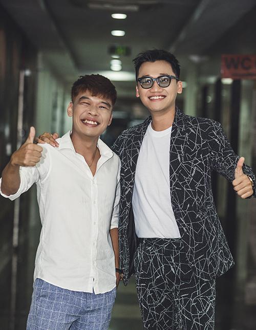 Diễn viên hài Trung Ruồi là khách mời đặc biệt của chương trình. Cả hai có mối quan hệ thân thiết nhiều năm nay.