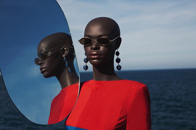Theo nhiếp ảnh, dàn người mẫu này được đặt hàng tại Italy và cô phải chờ 5 tháng để nhận được những sản phẩm ưng ý.