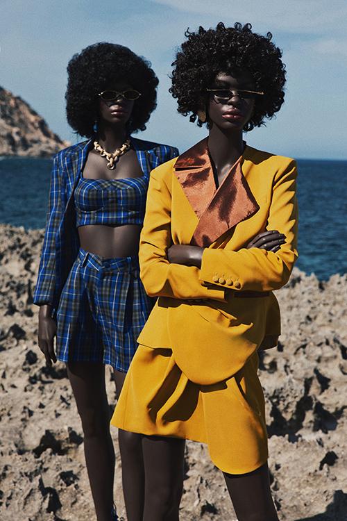 Cùng với các người mẫu da mầu ấn tượng, bộ sưu tập còn gây sức hút bởi gam màu nổi bật và phong cách thời trang menswear.