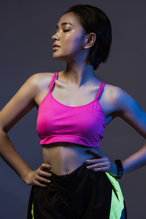 Tập luyện và áp dụng chế độ ăn healthy mỗi ngày cũng giúp Châu Bùi có được làn da mịn màng, chắc khỏe.