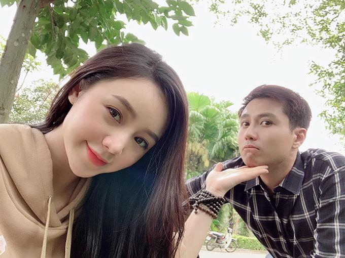Đây là bộ phim thứ hai Quỳnh Kool và Thanh Sơn đóng cặp nên cả hai nhanh chóng hòa hợp, làm việc ăn ý. Trước đó, cả hai cùng tham gia phim truyền hình Nàng dâu order của đạo diễn Bùi Quốc Việt.