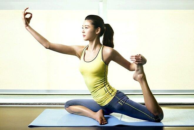 Jeon Ji Hyun luôn dậy từ 6 giờ sáng để tập yoga.