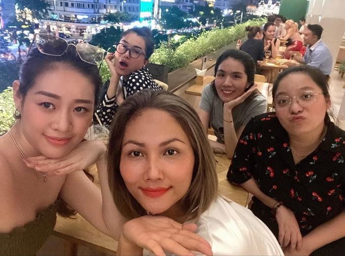 Hhen Niê ăn bánh tráng trộn - 4