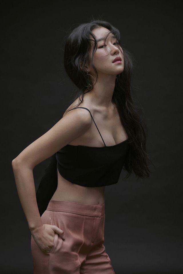 Seo Ye Ji được mệnh danh là nữ thần thế hệ mới nhờ vóc dáng mảnh khảnh và gương mặt đẹp.